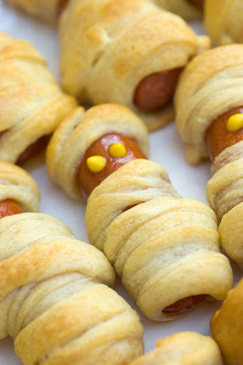 halloween treats - mummy dogs